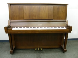 ワイケーピアノファクトリー(調律師 小林泰浩)
